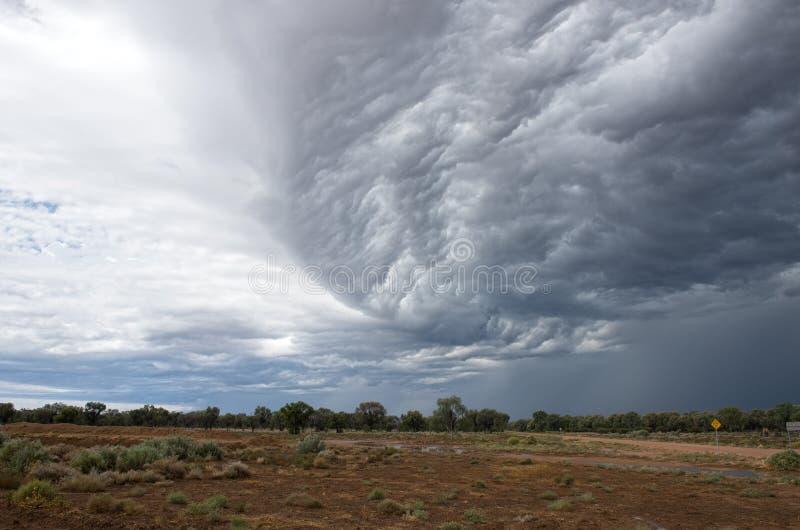 Nuages de tempête dans l'intérieur Nouvelle-Galles du Sud photographie stock libre de droits