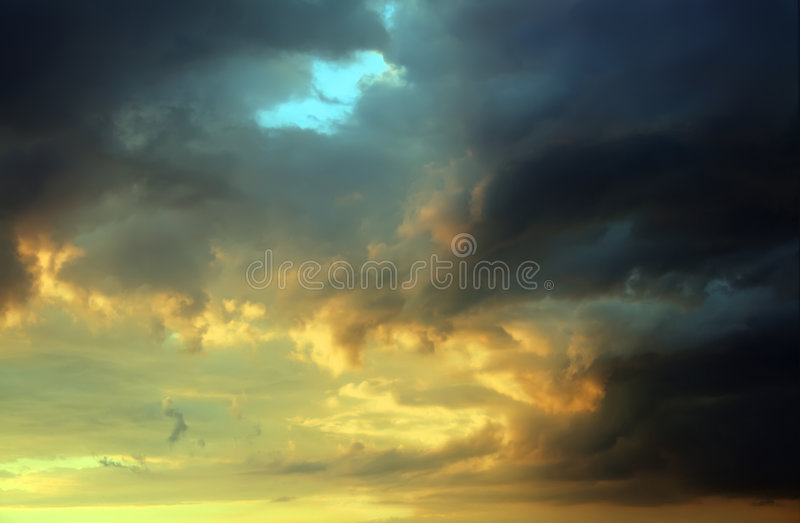 Nuages de tempête de coucher du soleil photo libre de droits