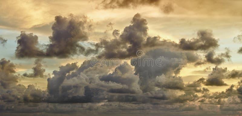 Nuages de tempête foncés photo libre de droits