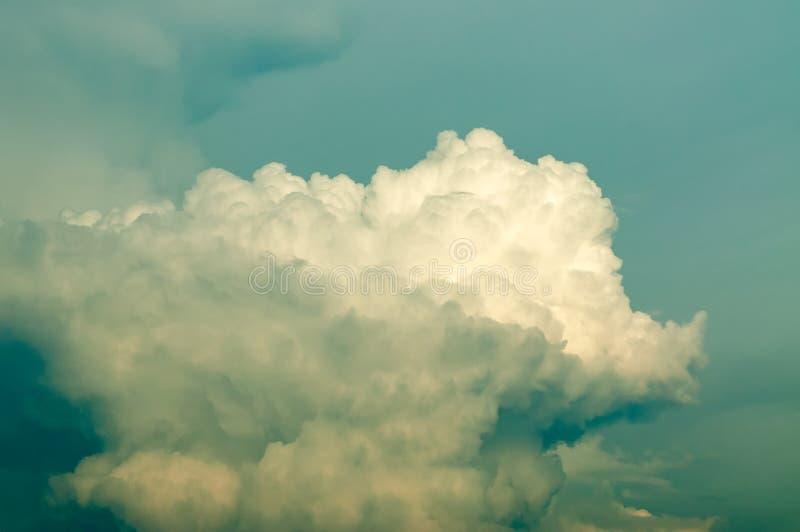Nuages de tempête foncés photographie stock