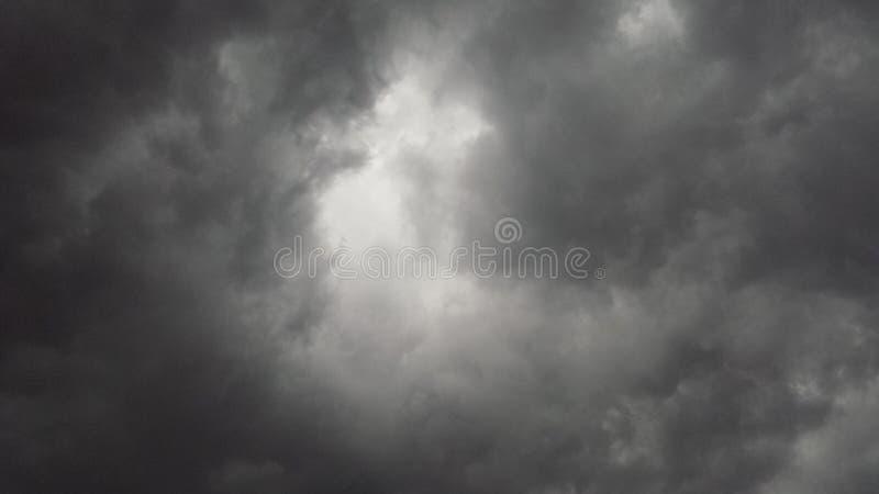 Nuages de tempête gris photographie stock