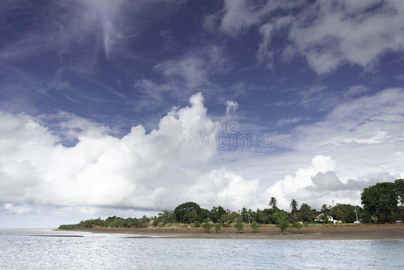 Nuages de tempête tropicaux au-dessus de mer au nord de Darwin Australia image stock