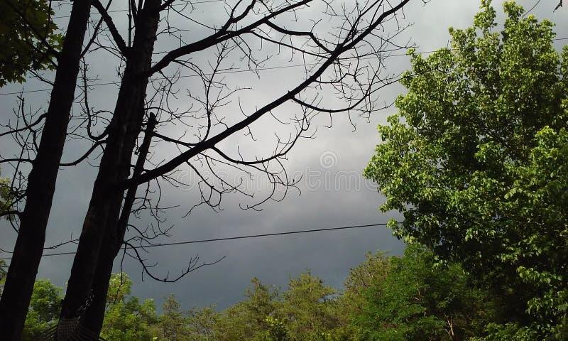 Nuages de tempête un brassage photographie stock