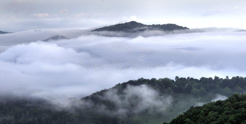 Nuages en vallée bleue de Ridge Smoky Mountain, Waynesville OR, Etats-Unis photographie stock libre de droits