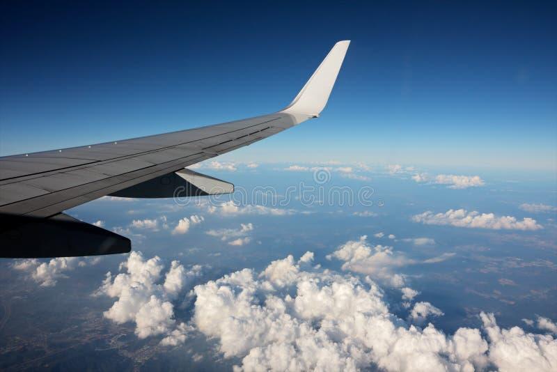 Nuages et ciel d'avion photographie stock libre de droits