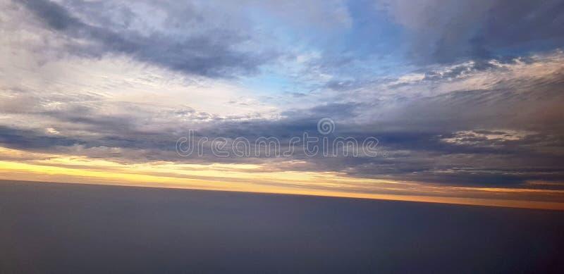 Nuages et coucher du soleil photos libres de droits