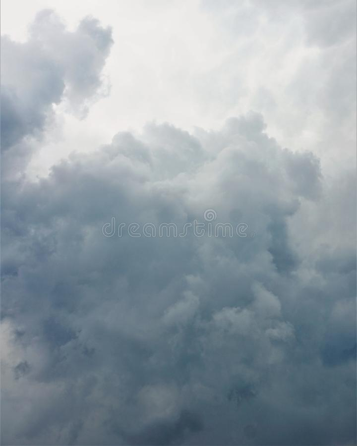 Nuages gris photo libre de droits
