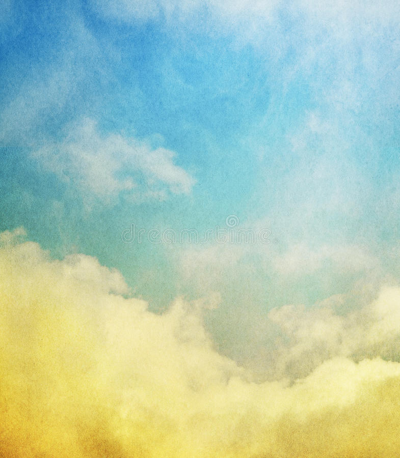 Nuages jaunes et brume bleue photo stock