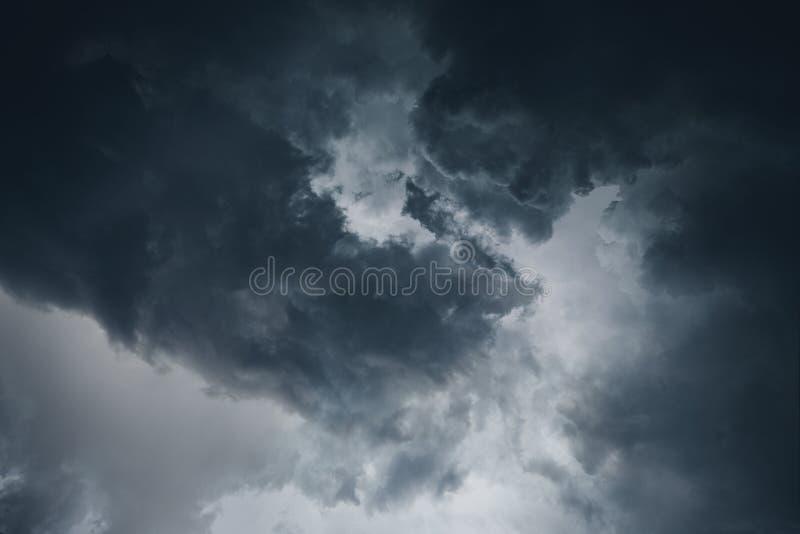 Nuages orageux excessifs image libre de droits