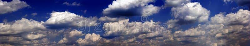 Nuages orageux foncés images libres de droits