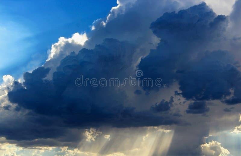 Nuages orageux, parc national de Death Valley photographie stock