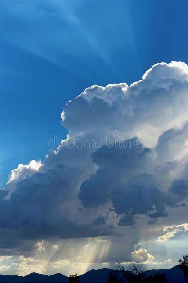 Nuages orageux, parc national de Death Valley photo stock