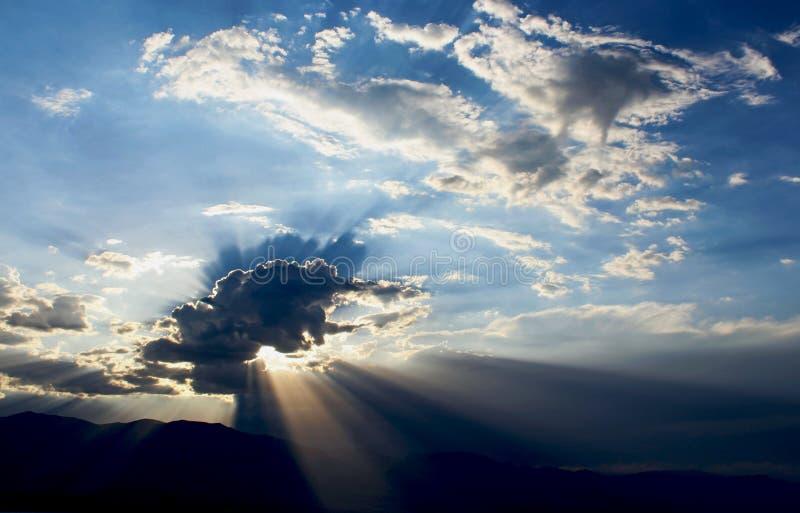Nuages orageux, parc national de Death Valley images libres de droits