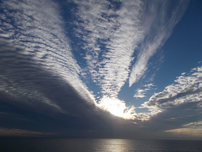 Nuages Plumose de l'Océan Indien images libres de droits