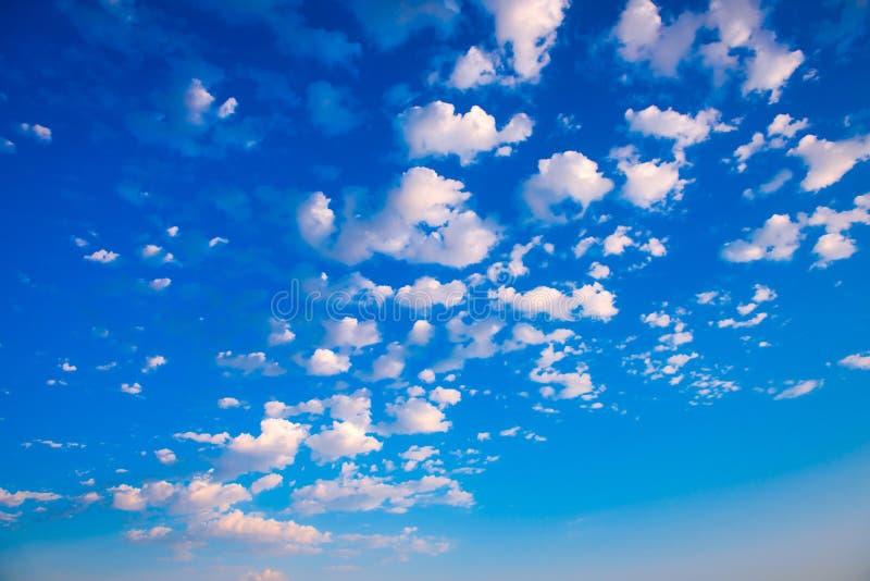 Nuages sur le ciel, photo de haute résolution images libres de droits