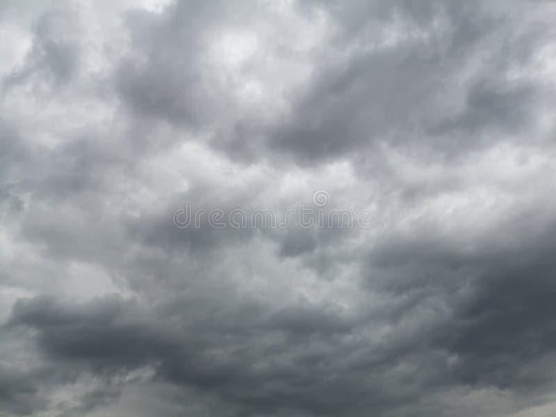 nuageux foncé avant jour pluvieux photo stock