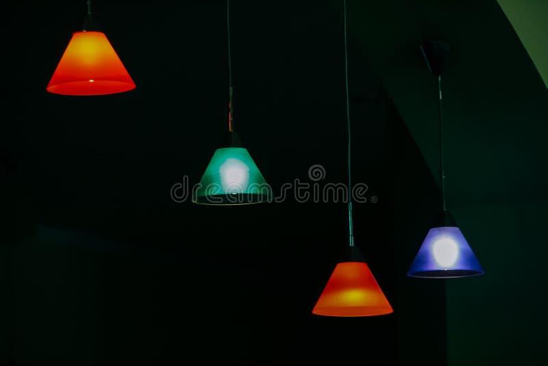 Nuances de lampe colorées image stock