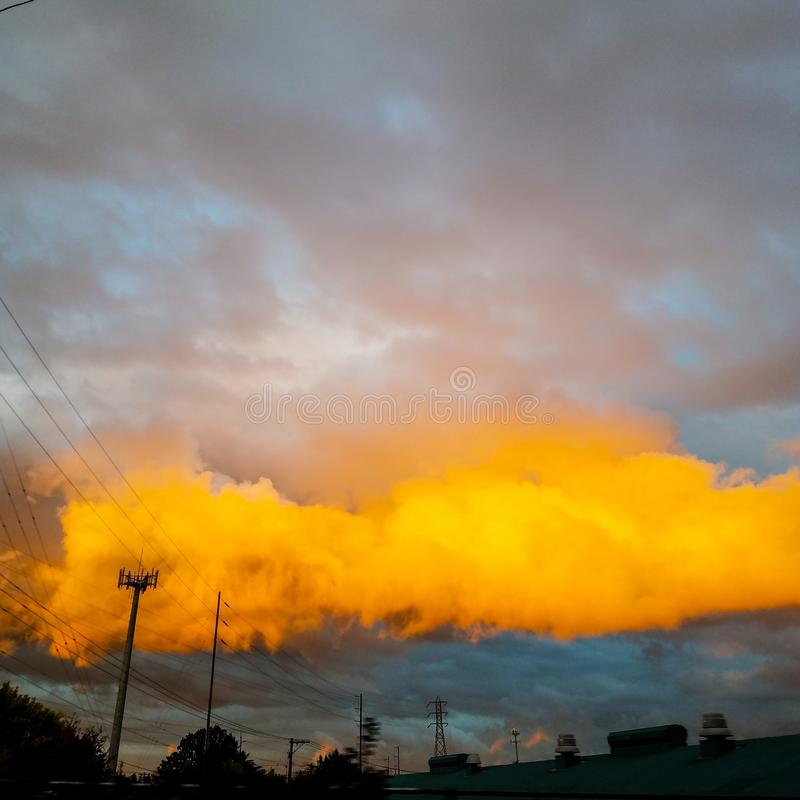Nube anaranjada imagenes de archivo