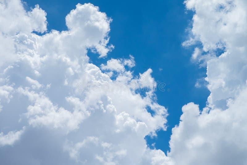 Nube in cielo blu immagine stock libera da diritti