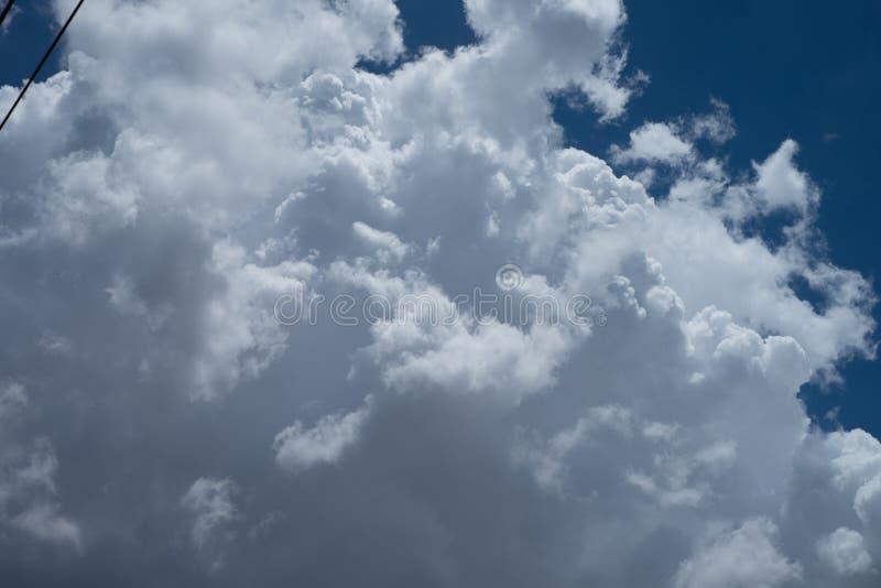 Nube in cielo blu fotografia stock libera da diritti