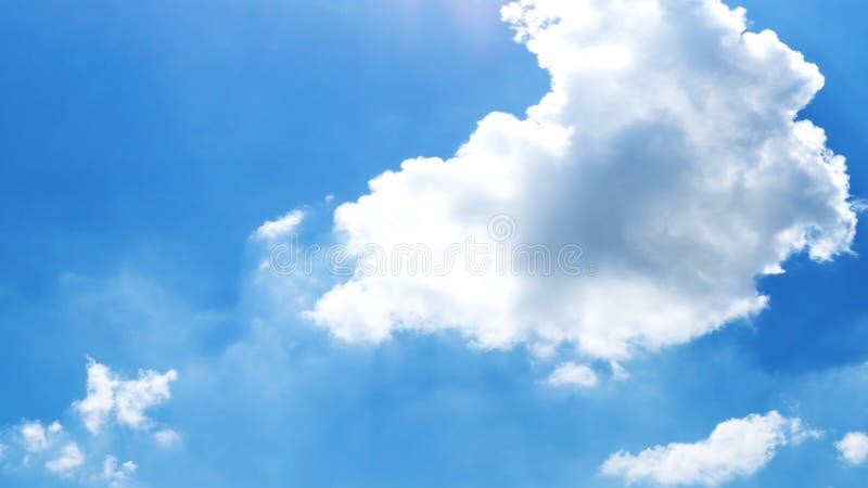 Nube de cúmulo en el cielo azul en el d3ia foto de archivo libre de regalías