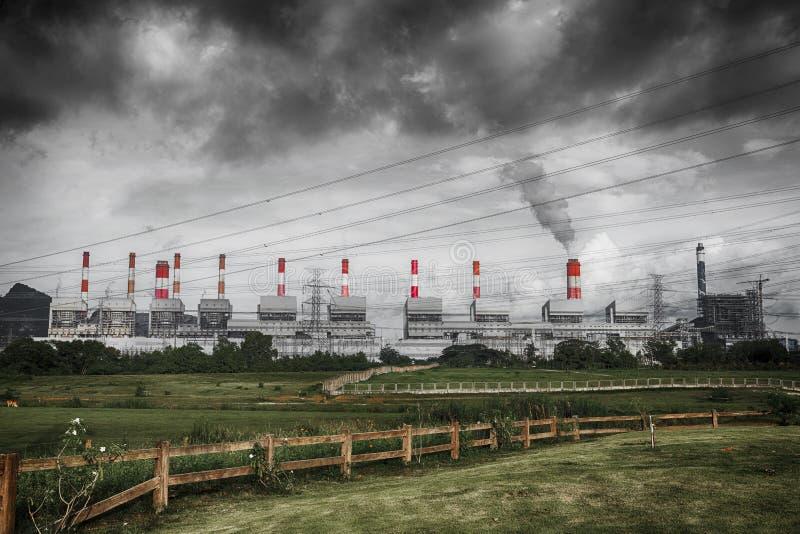 Nube de humo de Sulfer de la contaminación fotos de archivo