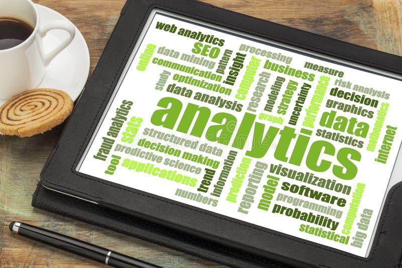 Nube de la palabra del Analytics en la tableta digital foto de archivo libre de regalías