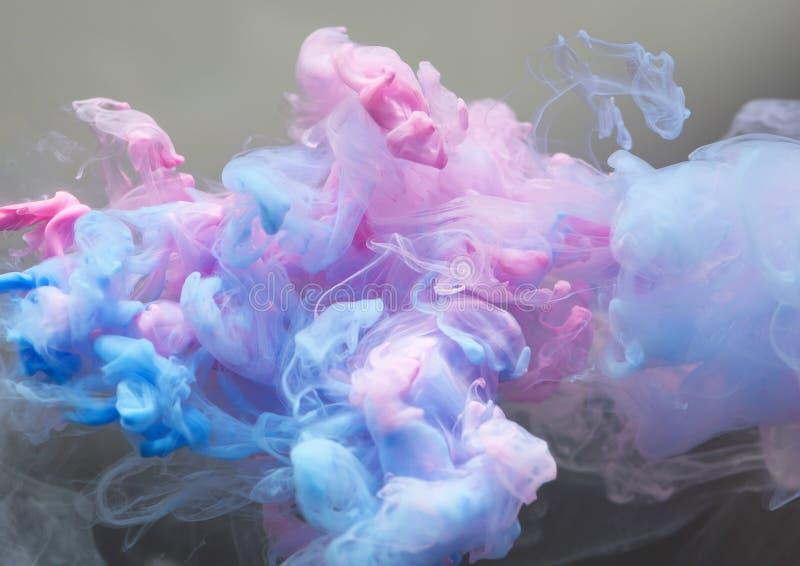 Nube de la tinta en el agua imagenes de archivo