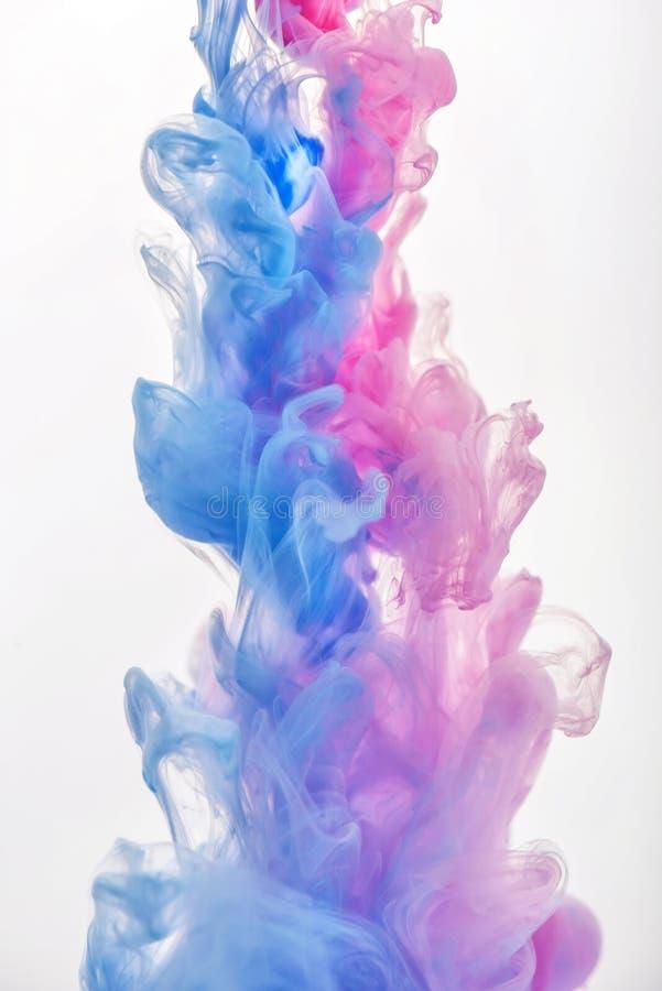 Nube de la tinta en el agua foto de archivo