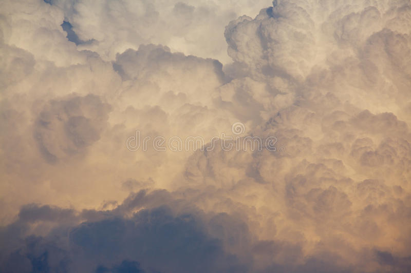 Nube de trueno imagenes de archivo