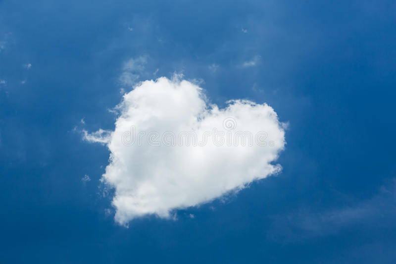 Nube del blanco de la forma del corazón fotos de archivo libres de regalías