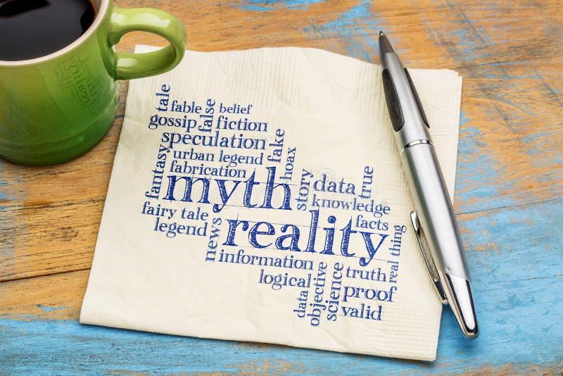 Nube del mito y de la palabra de la realidad foto de archivo