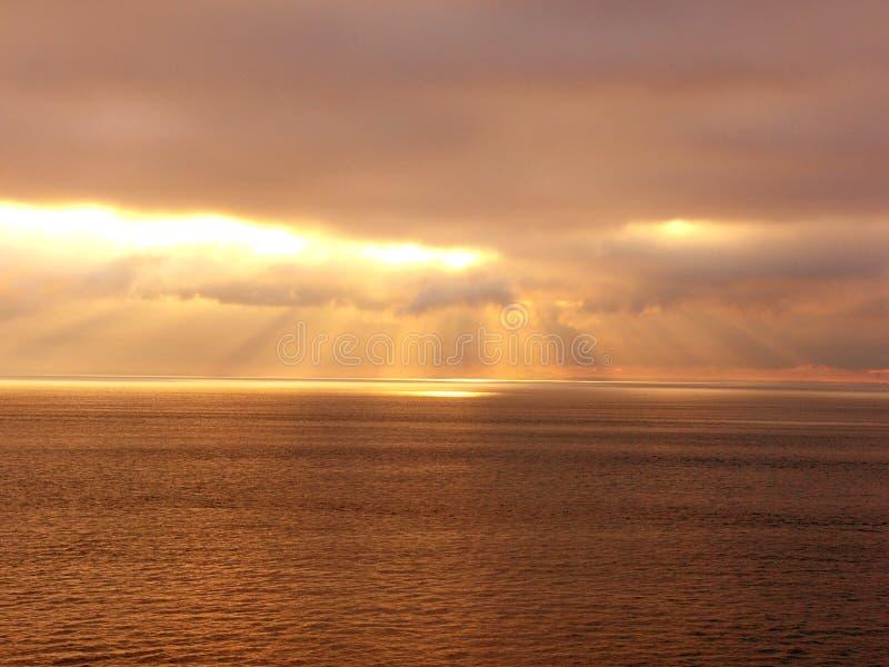 Nube dorata dei raggi immagini stock libere da diritti