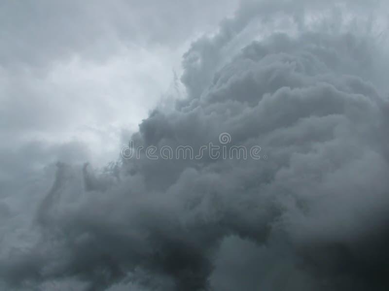Nube drammatica fotografie stock libere da diritti