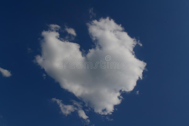 Nube en la forma del corazón fotos de archivo libres de regalías