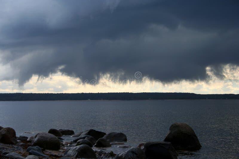 Download Nube minacciosa immagine stock. Immagine di tempo, nave - 215087