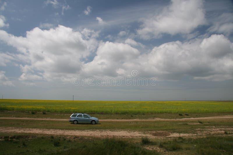 Nube sopra la pista di sporcizia 1 fotografia stock