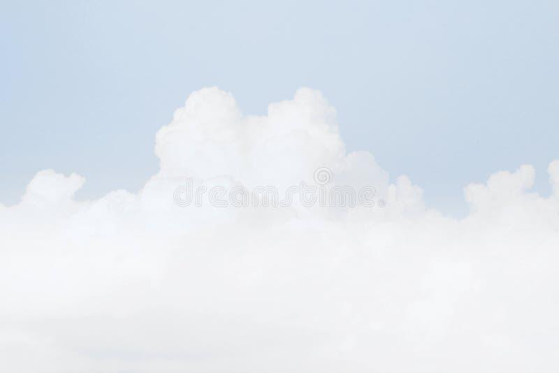 Nube suave del cielo, fondo suave del color azul en colores pastel del cielo fotografía de archivo