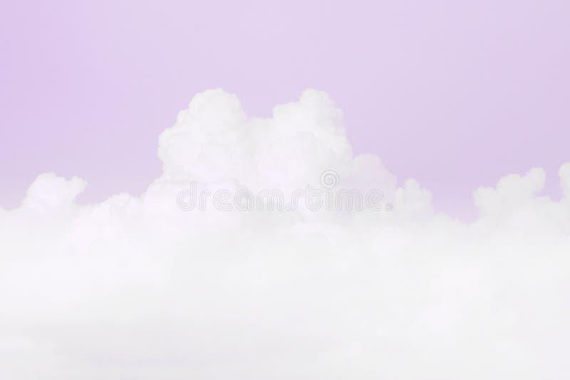Nube suave del cielo, fondo suave del color púrpura en colores pastel del cielo foto de archivo libre de regalías