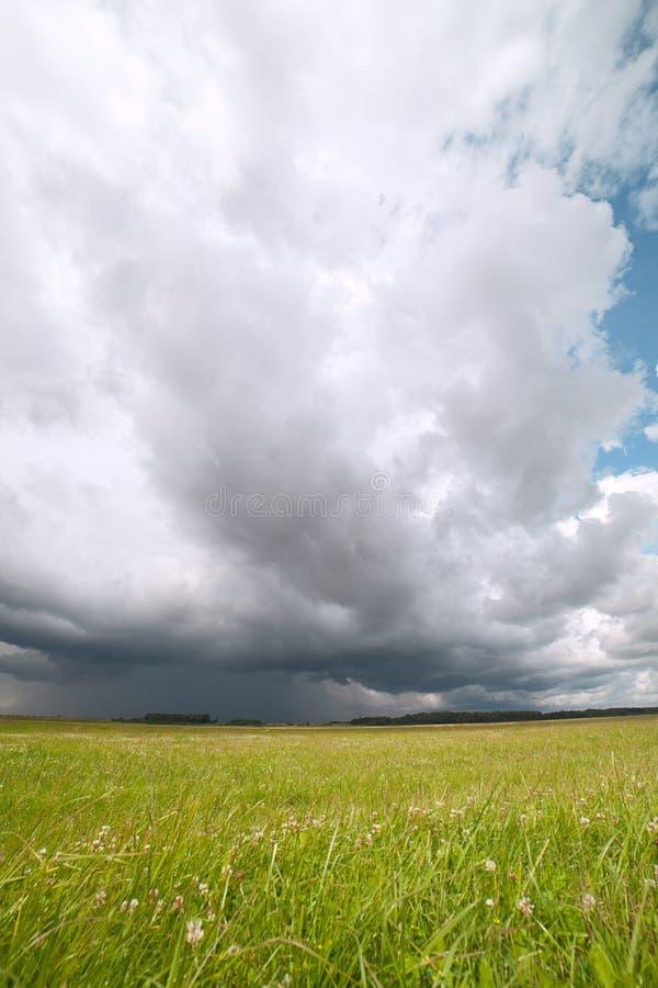 Nube tempestuosa. imagenes de archivo