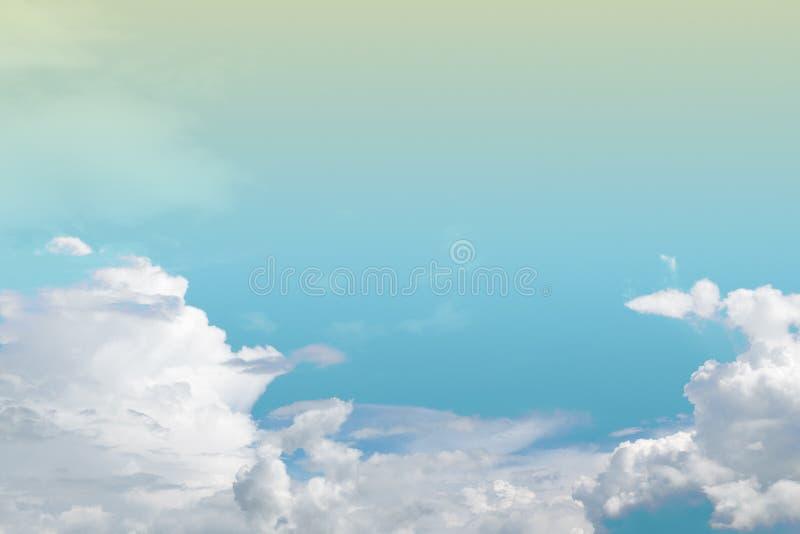 Nube y cielo suaves con colo en colores pastel de la pendiente fotografía de archivo libre de regalías