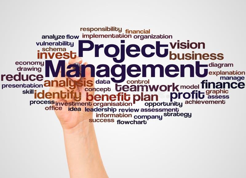 Nube y mano de la palabra de la gestión del proyecto con concepto del marcador imagenes de archivo