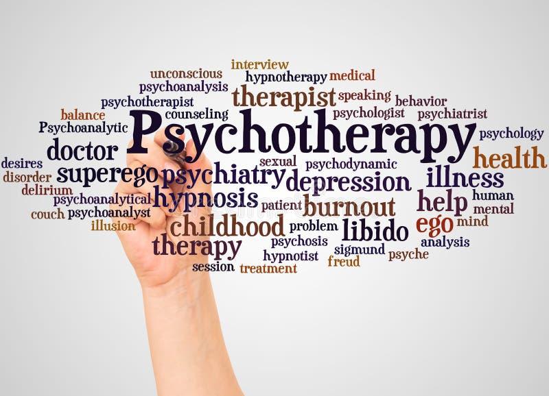 Nube y mano de la palabra de la psicoterapia con concepto del marcador fotos de archivo