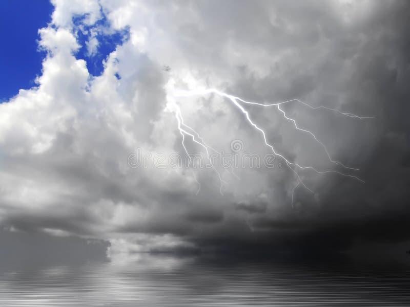 Nube y relámpago foto de archivo libre de regalías