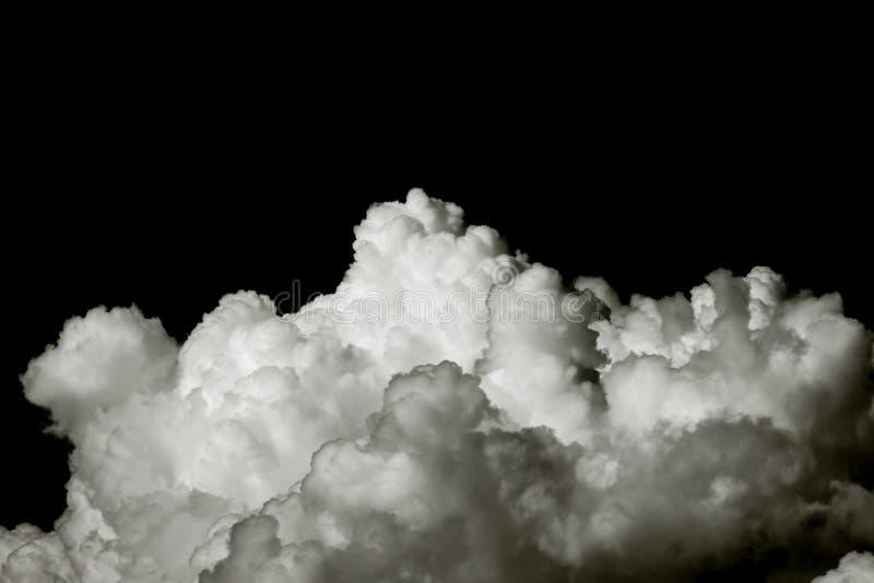 Nubes blancas grandes aisladas en fondo negro imagen de archivo libre de regalías