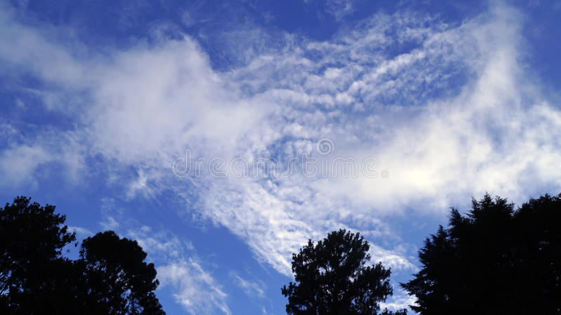 Nubes borrosas imagen de archivo