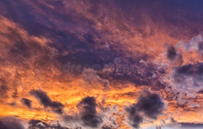 Nubes coloridas de la puesta del sol de Colorado imágenes de archivo libres de regalías