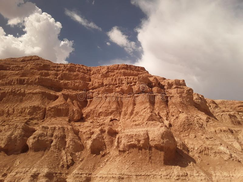 Nubes con las colinas marrones en Tejas del tren 3 imágenes de archivo libres de regalías