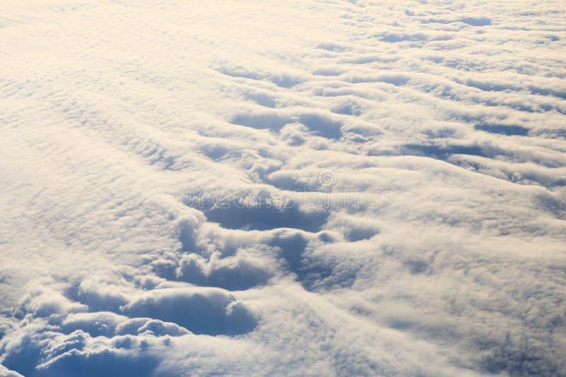 Nubes de arriba imagenes de archivo