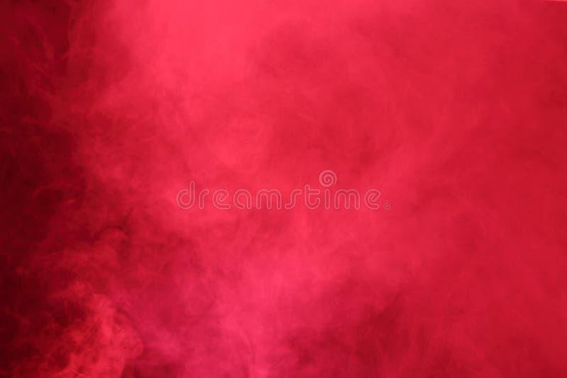 Nubes de humo abstractas rojas, todo el movimiento borroso, intención hacia fuera o imagen de archivo libre de regalías
